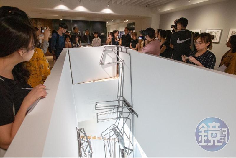來自洛杉磯的奧伊勒吳聯合事務所為「對話」特展限地製作的裝置藝術Quicksilver,是吳嘉華與德韋恩.奧伊勒這對建築師夫妻檔花了三個月,親手在自家後院打造出來的。