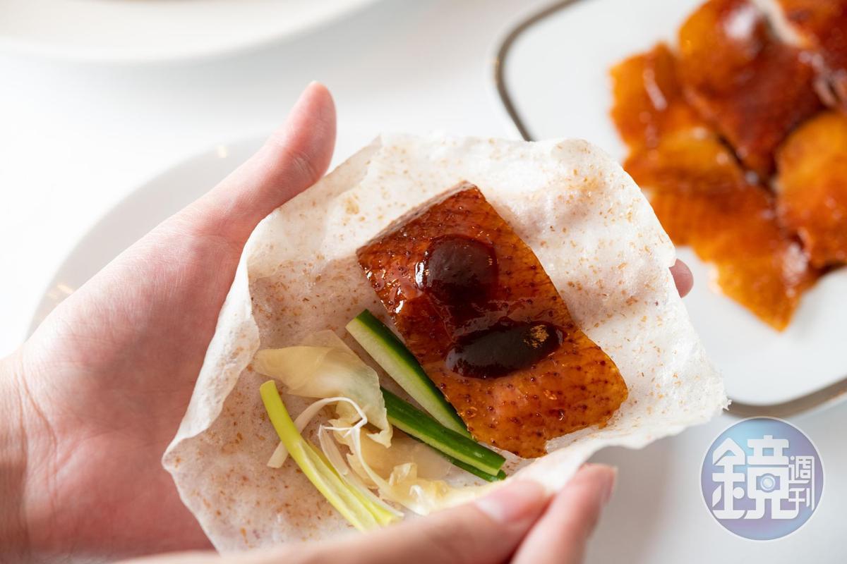 傳統的薄餅包鴨當然還在,全麥餅皮更健康,還多了醋薑片解膩。