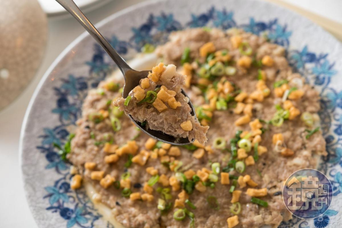 「吊片馬蹄蒸肉餅」肉香中藏著海味,是會令人懷念的家常味。(360元/份)