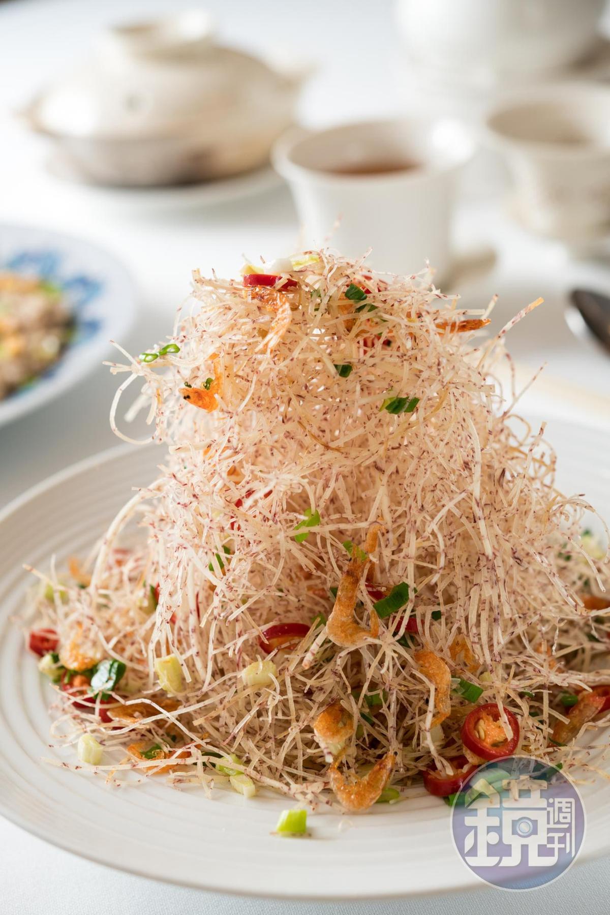 「櫻花蝦芋頭絲」精湛刀工成就極脆口感,想來定是下酒恩物。(280元/份)