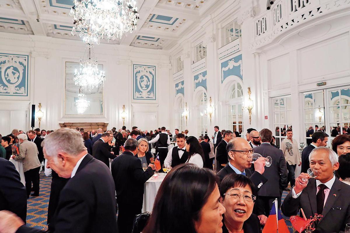 漢堡辦事處舉辦的2017年國慶酒會,邀請當地僑界及德國政商界人士出席。(翻攝漢堡辦事處官網)