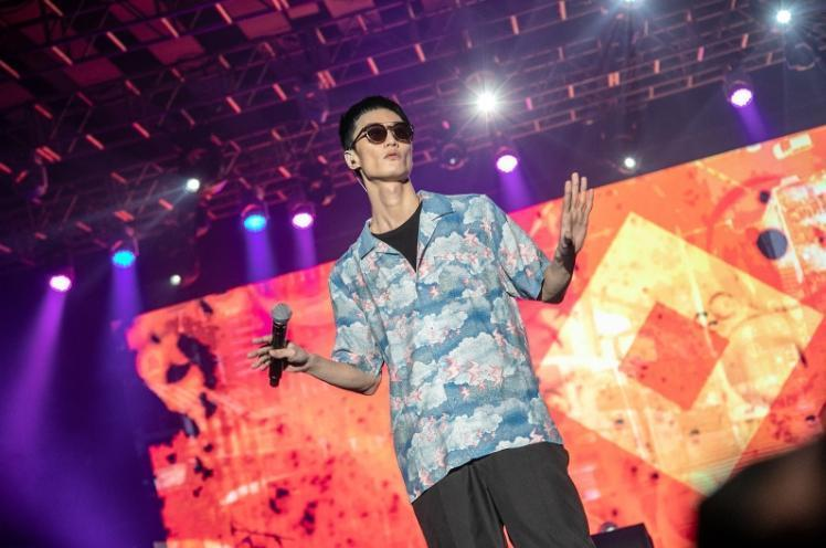 KKBOX觀察嘻哈曲風聆聽趨勢明顯成長,推出致力於推廣華語Urban音樂文化的平台「龍虎門」,於去年舉辦的龍虎門音樂節由李英宏壓軸演出。(KKBOX提供)