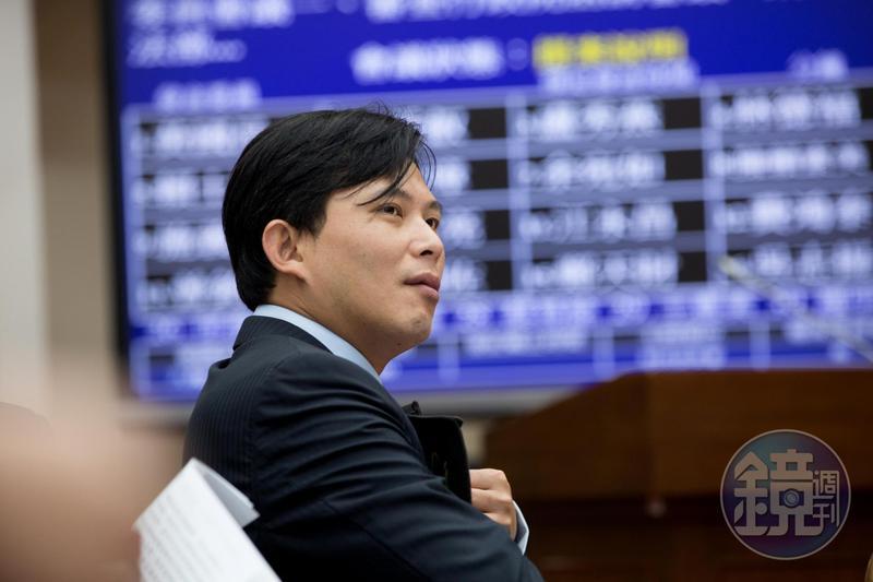 時力退黨事件延燒至今,黃國昌本人仍未正面評論,僅表示「只希望大家認真做好自己的工作,而不是在管別人要做什麼。」