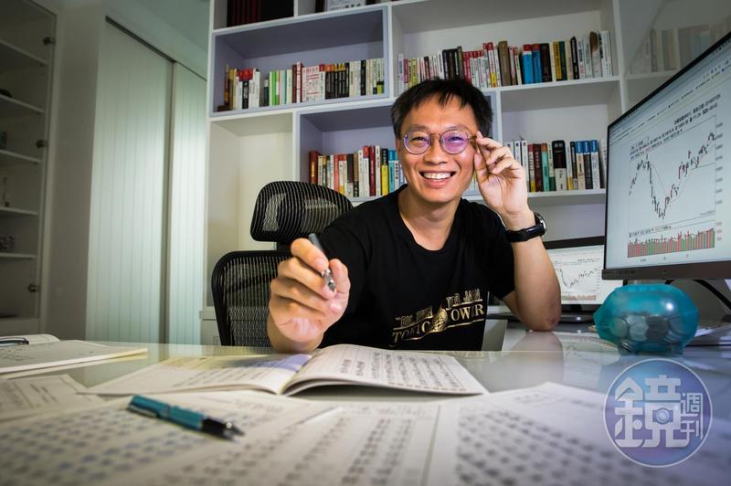小樂平時透過臨摹字帖,訓練自己的存股定性。