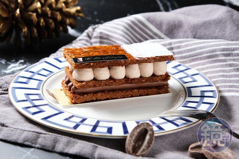 「巧克力千層」的派皮刻意烤成焦糖色,彰顯酥脆和香氣。(250元/個)