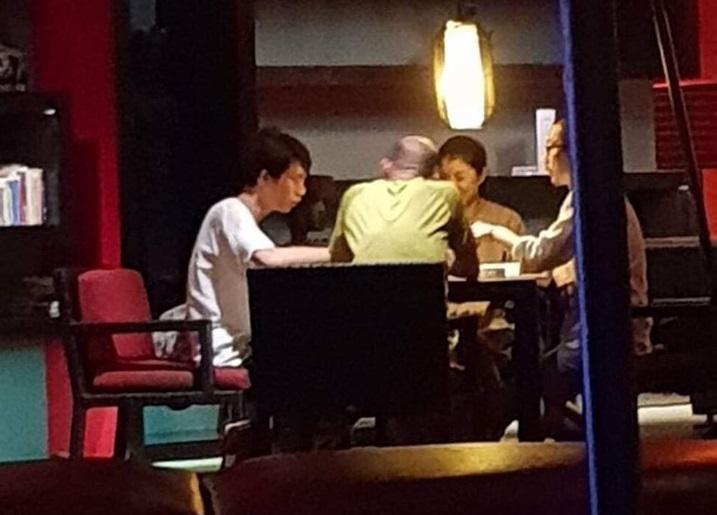 巿議員林智鴻踢爆韓國瑜今年過年在峇里島打麻將。(翻攝自鳳山要紅  林智鴻臉書)