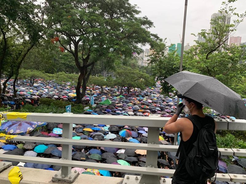 818香港集會外溢人潮演變為大遊行,百萬人的傘陣壯觀感人。