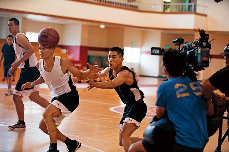 首部描述HBL盛況的籃球電影《下半場》拍出高中球員的青春活力與熱情憧憬。(下半場電影提供)