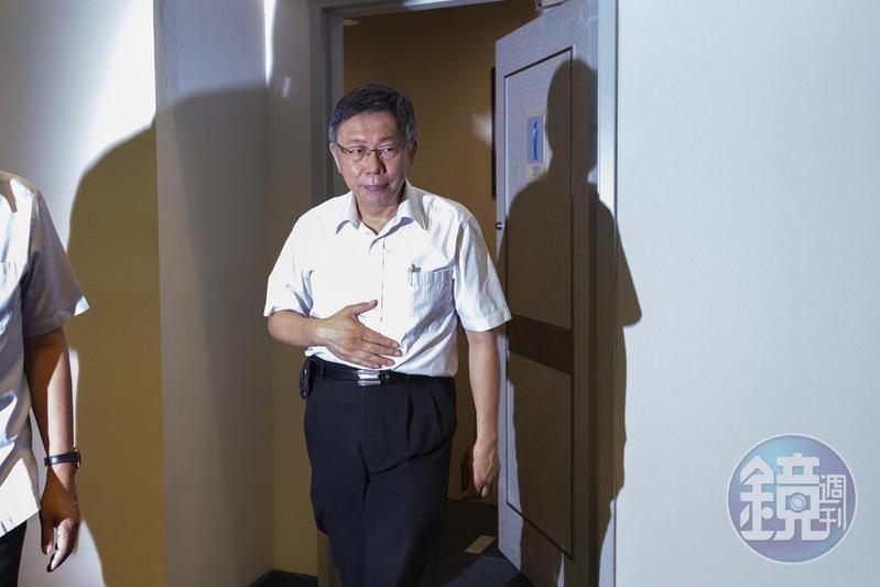 隨著「郭柯王」合體破局,台北市長柯文哲的網路聲量也持續下滑。