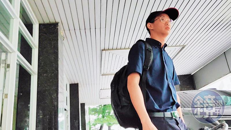 楊正(圖)遭控在父親楊敏華庇蔭下,2年半就取得學士、碩士學位。