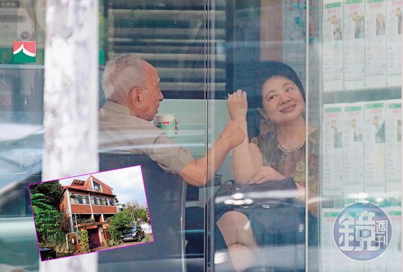 2019年08月17日12:20,陳姓熟女以「達達」稱呼司馬中原,2人在房仲店內有說有笑。
