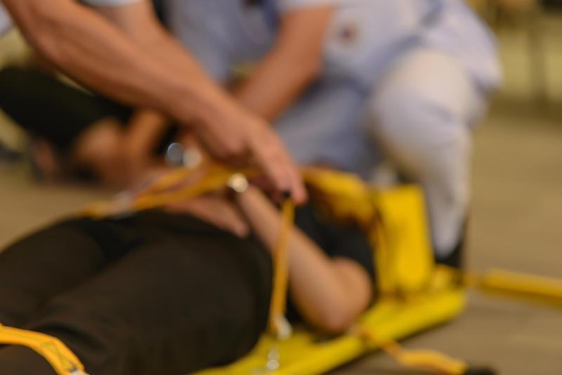 游男被警壓制後突然沒了呼吸心跳,所幸救護人員趕緊將其送往醫院急救,目前已恢復生命跡象,仍在醫院觀察中。圖為示意圖。(東方IC)