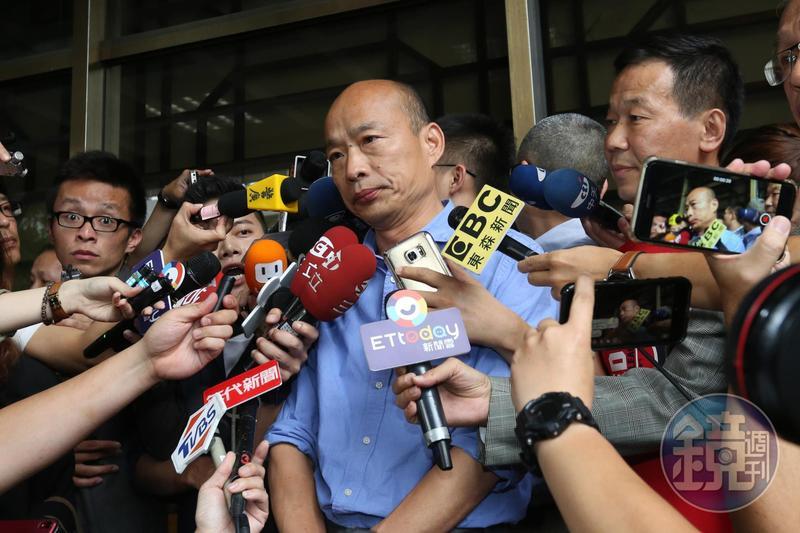 韓國瑜近期黑料滿天飛,疑神疑鬼的性格甚至被懷疑和酒癮有關。