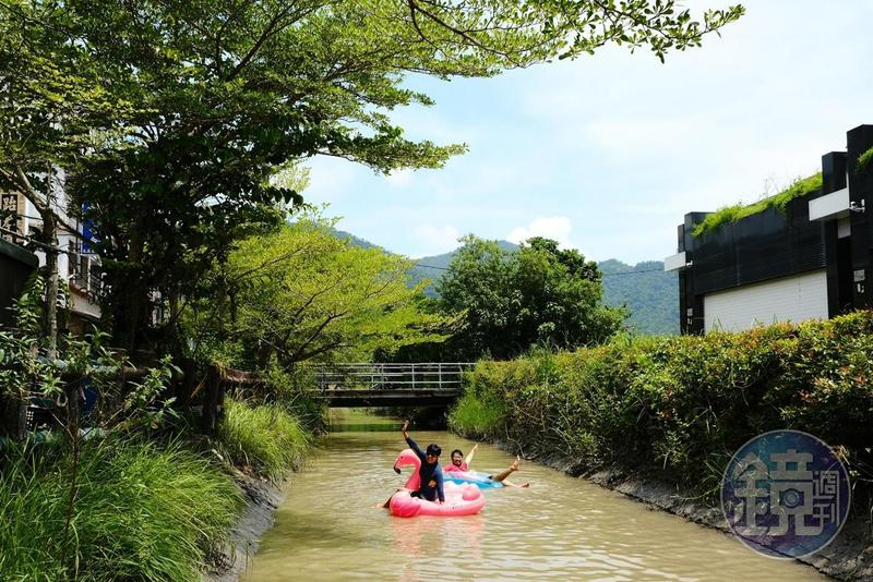 美濃的水圳戲水活動已發展數年,也可以找當地社區協會協助下水裝備。
