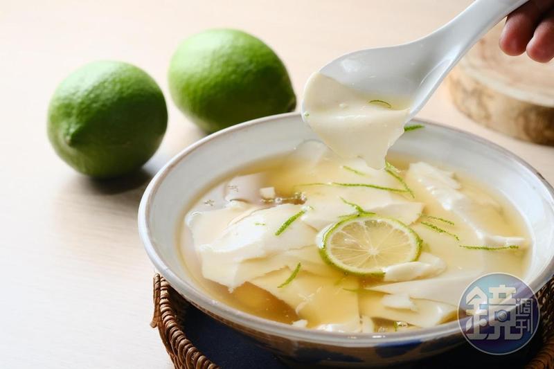 自製的「檸檬豆花」滋味清爽,上頭還有檸檬果皮增加風味。(50元/碗)