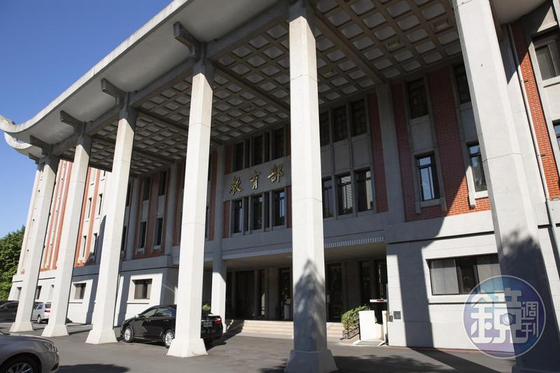僑光科大校長被爆濫權護兒取得學位,教育部表示若屬實將被取消。