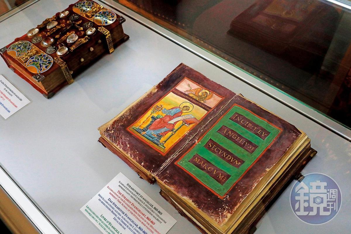 圖書館內最珍貴的館藏是9世紀的《斯特拉霍夫福音書》手抄本。