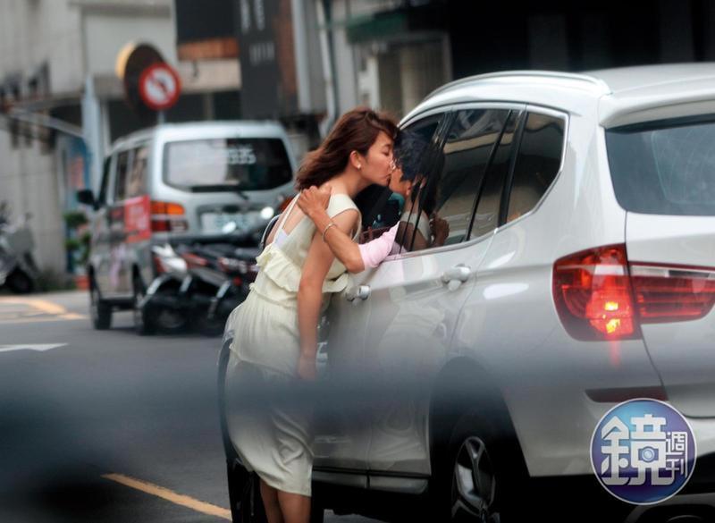 謝忻與阿翔的接吻照會如此唯美,謝忻這件洋裝也有很大功勞。