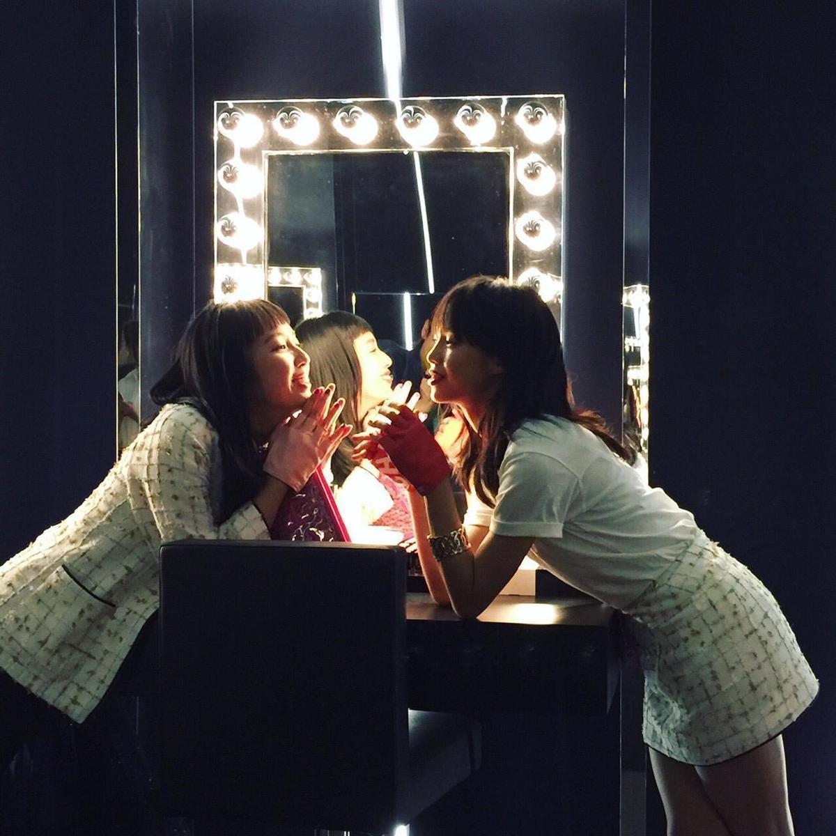 王渝屏和王渝萱姊妹花先走時尚、後演戲,外型實力皆具,備受期待。(經紀人提供)
