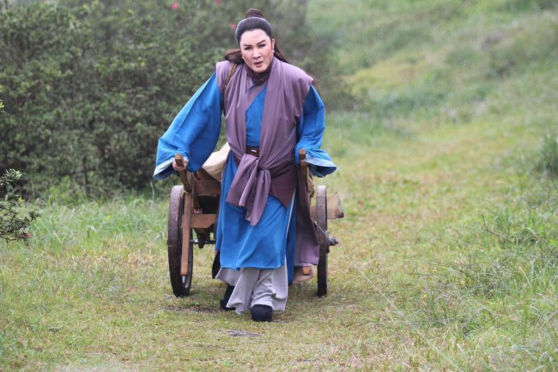 70多歲的楊麗花為歌仔戲真的是付出很多,讓愛徒陳亞蘭都動容。(麗生百合提供)
