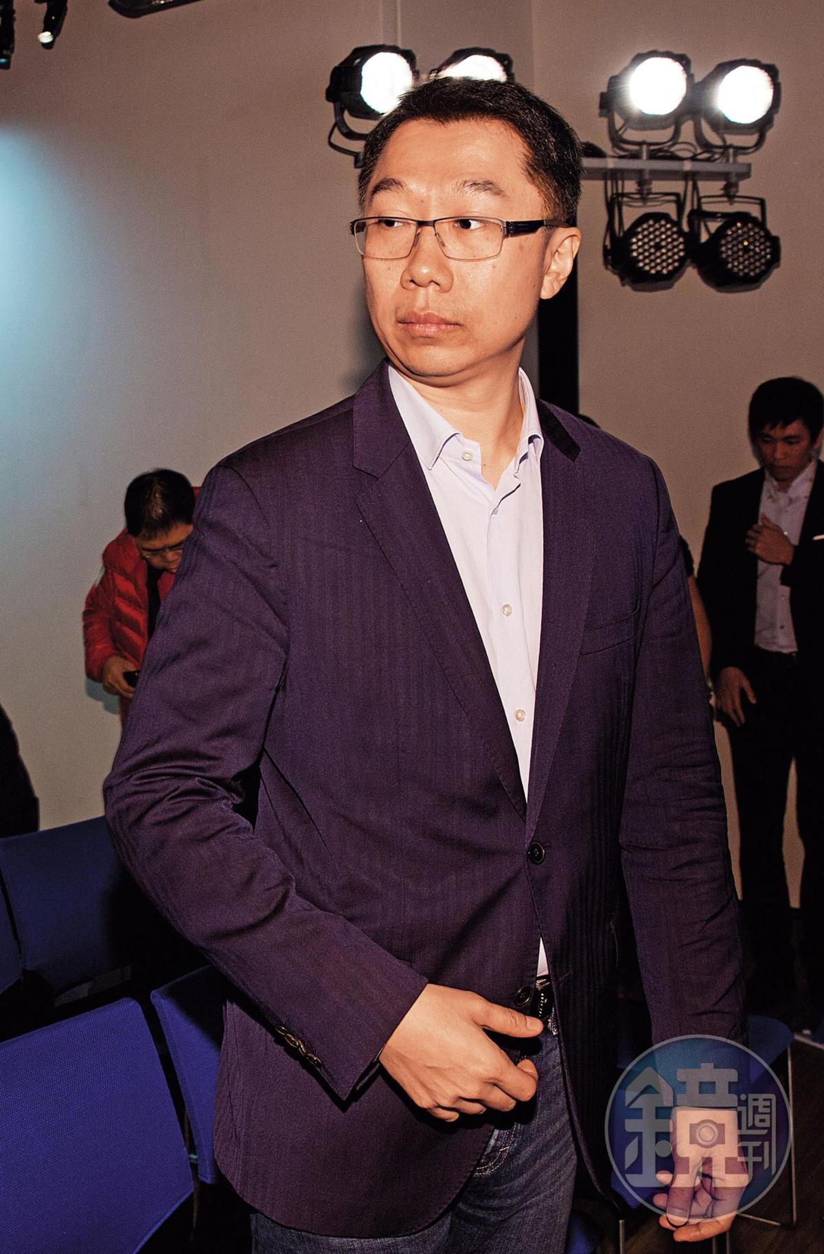 郭台銘兒子郭守正近日向友人證實「確定不會等換瑜了」,透露郭董已下決心脫黨參選。