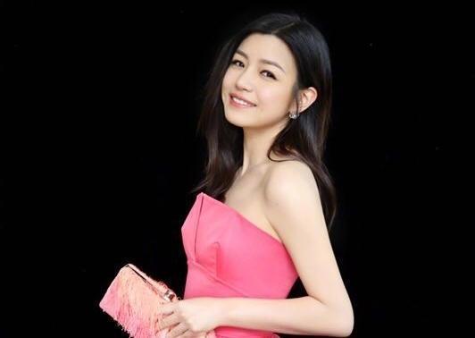 陳妍希曾陷入「人紅是非多」困擾,當時被批人紅忘本、新片酬勞開天價。(翻攝自陳妍希微博)