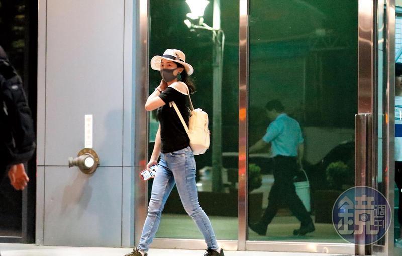 8/13 19:14 在阿翔離開經紀公司之後,換謝忻進公司商討復出大計,講了兩個小時才出來。