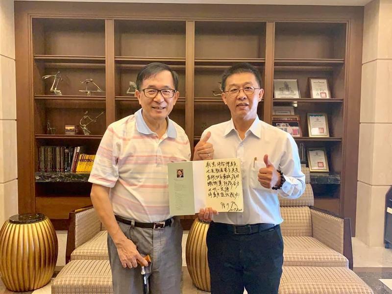 前總統陳水扁今在臉書貼出與民進黨立委許智傑合照,強調他在該選區唯一支持許智傑。(翻攝陳水扁臉書)