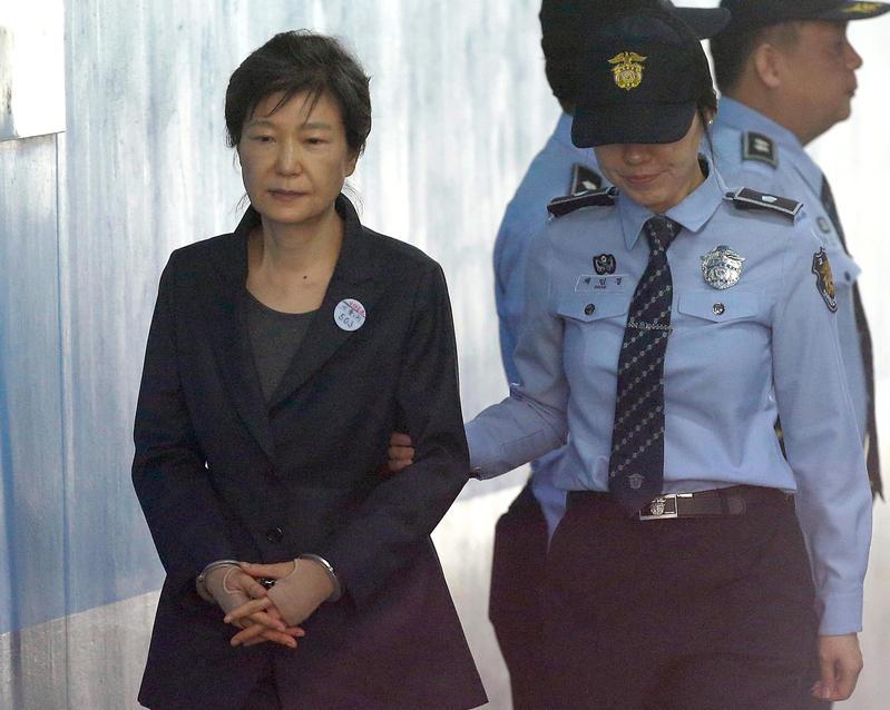 南韓大法院認為朴槿惠、李在鎔的二審判決違背法令,因此以程序瑕疵為由予以撤銷,兩人有罪部分發回高等法院重審。(東方IC)