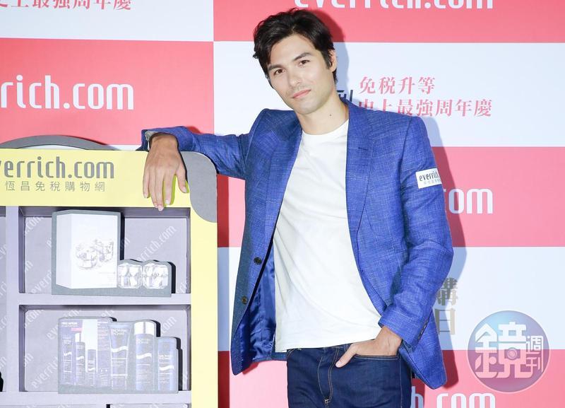 鳳小岳接下導演林孝謙籌備拍攝的喜劇新片《跟你老婆去旅行》。