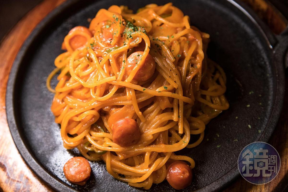 「拿坡里番茄義大利麵」是令人懷念的古早味。(940日圓/份,約NT$268)