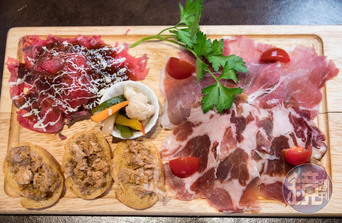 豐富的肉盤是最佳下酒菜。(1,280日圓/份,約NT$365)