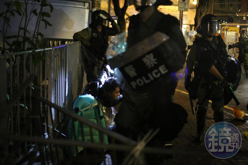 香港反送中示威行動遍地開花,各地爆發警民衝突。