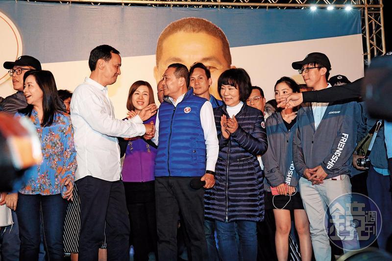 為穩住藍營最大票倉新北,韓國瑜希望藉由與朱立倫合作,拉回侯友宜的支持。