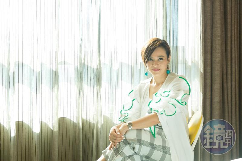 楊雁雁在《爸媽不在家》演的是與孩子關係疏離的媽媽,但留著俐落短髮的她,氣場一下強大了起來。