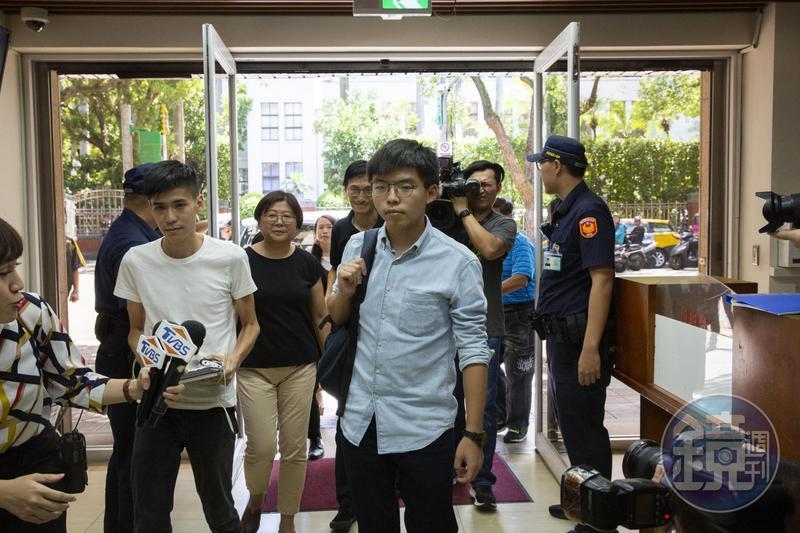 香港眾志祕書長黃之鋒一行人下午拜會立法院時代力量黨團。