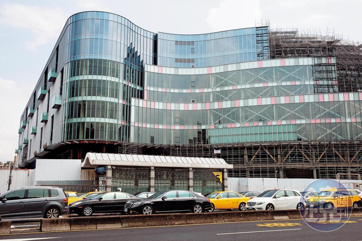 原被視為金雞母的大巨蛋商場,遠雄已同意變更為商辦大樓,有助於降低總容留人數。