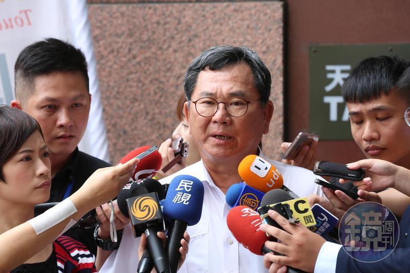 民進黨立委陳明文搭高鐵遺落一個內裝300萬元的登機箱,由小兒子前去領回。圖為本刊資料照。