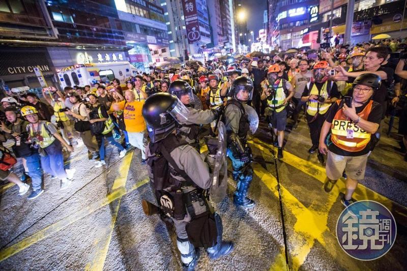 香港近期每週都有示威活動,已有3名在台讀書的港生遭拘捕並限制出境。