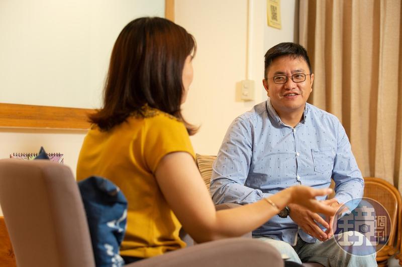 從事心理諮商多年,43歲的佛洛阿水,是股齡20年卻深藏不露的投資達人。