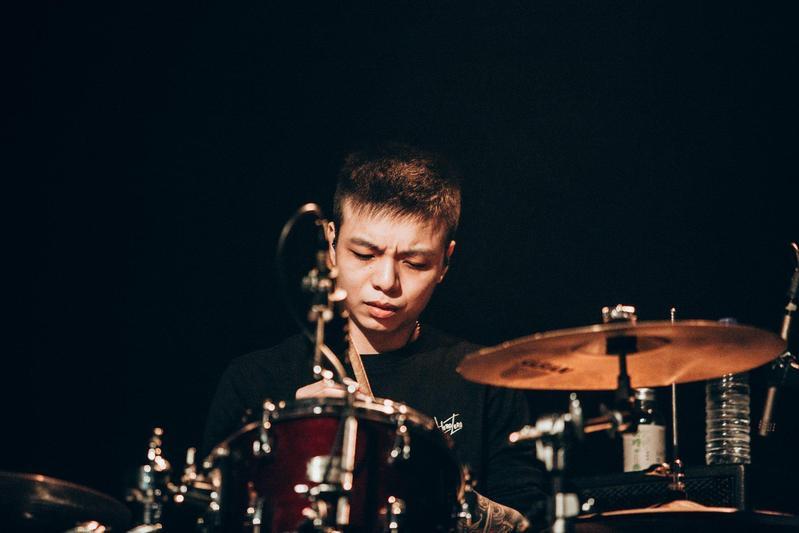 獨立樂團茄子蛋曾一舉在金曲獎奪下2座獎盃,不過前鼓手小賴(圖)今爆出持毒被捕。