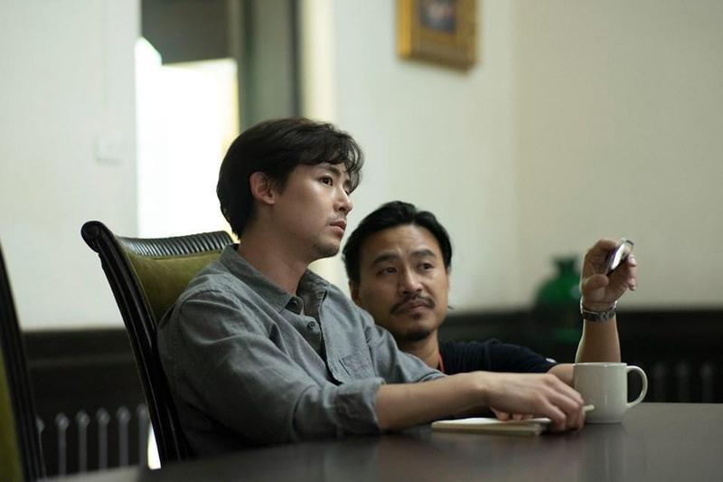 尼坤正在泰國拍攝驚悚新片。(翻攝自JYP Thailand Official粉絲頁)