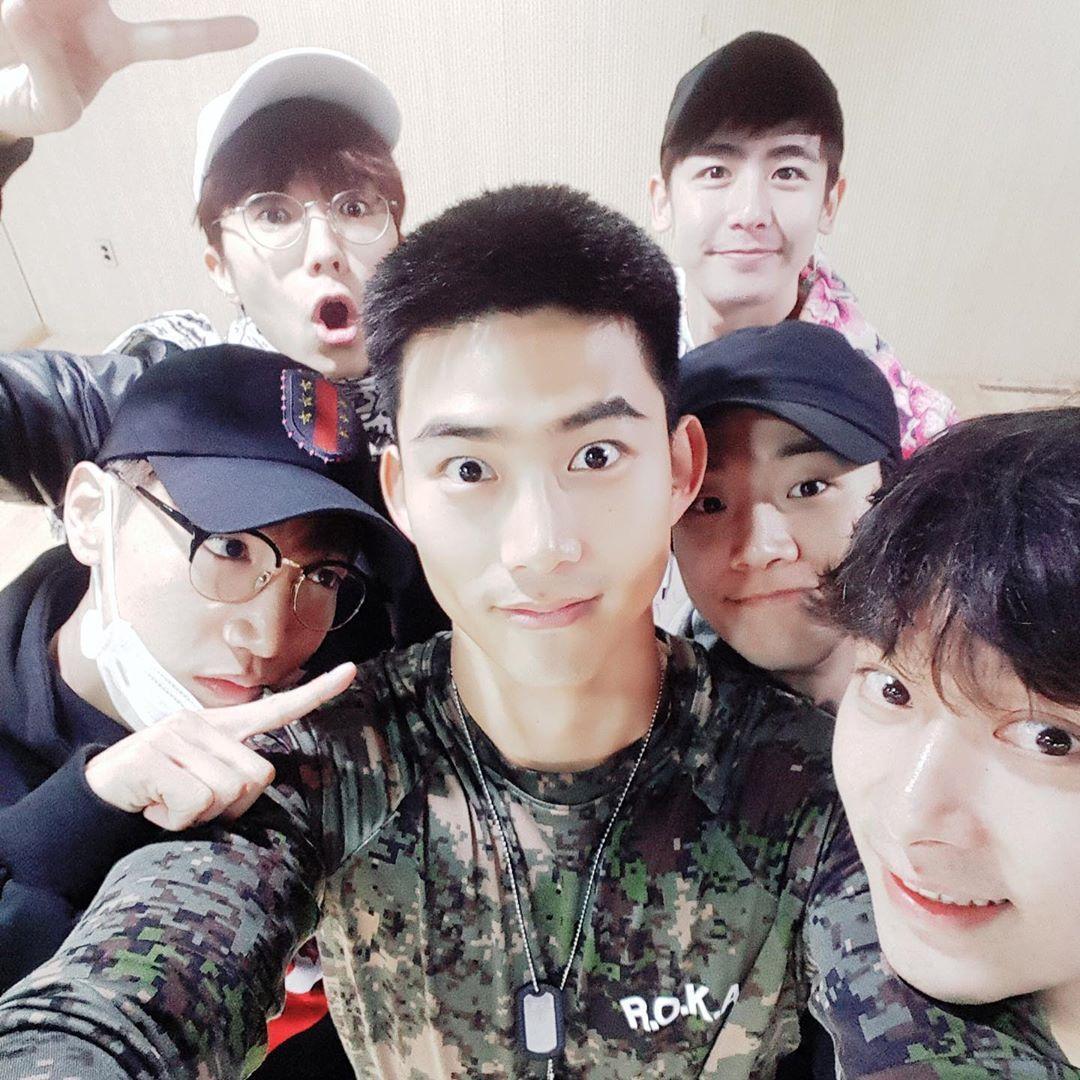 2PM最近度過成團11週年慶,尼坤也在IG上貼出昔日6人合影的照片。(翻攝自尼坤IG)