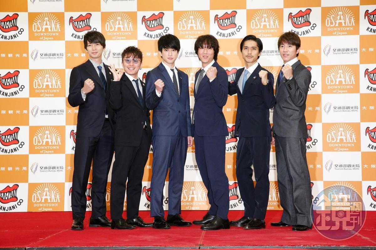 關八去年曾來台宣傳大阪觀光,當時原隊長澀谷昴已缺席,如今錦戶亮(右2)也求去。