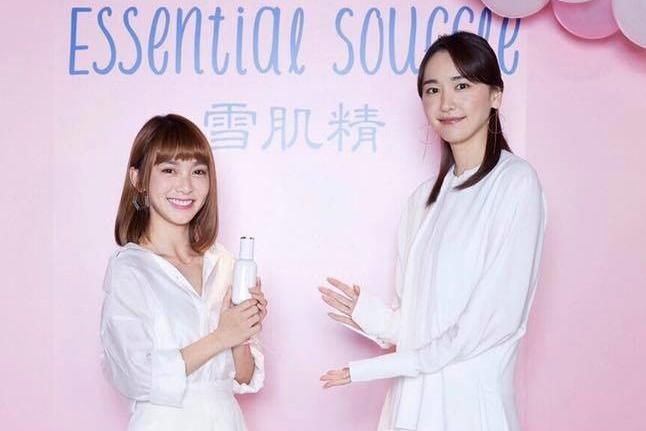 溫妮赴東京在保養品牌活動和新垣結衣合照。(翻攝自溫妮粉絲專頁)
