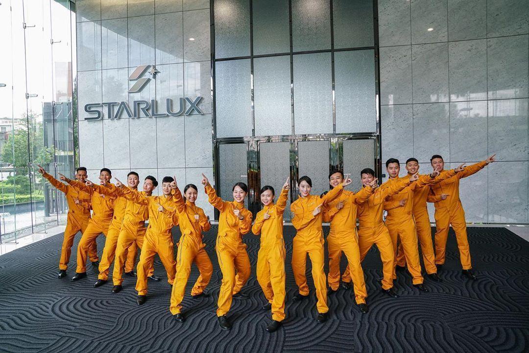 星宇航空在IG貼出第二批培訓飛航員合照。(翻攝自星宇航空Instagram)