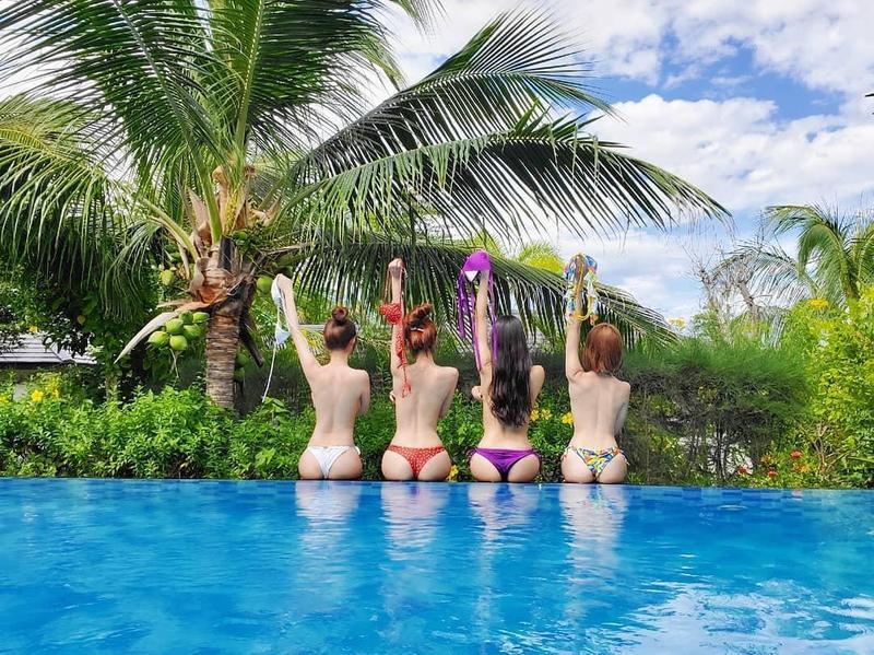 茵茵近日和夏語心、陳夢晨及「天氣女孩」成員林采薇一起到越南度假,大方放送泳裝辣照。(翻攝自茵茵IG)
