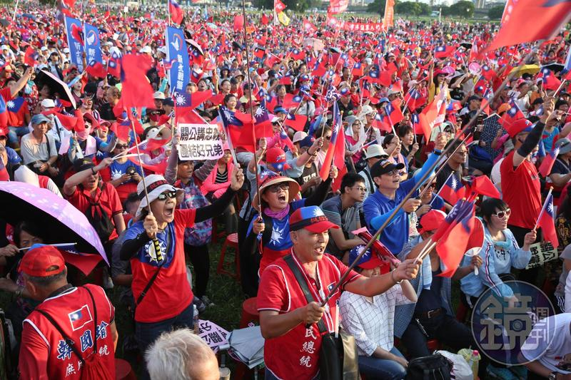 國民黨總統參選人韓國瑜今(8日)晚在新北市三重區舉辦造勢活動,晚間6點左右,主辦單位宣稱現場已經超20萬人,場面相當熱鬧。