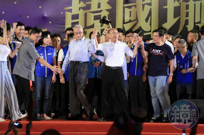 昨天韓國瑜在新北市三重舉辦造勢大會,國民黨主席吳敦義及前總統馬英九陪同出席晚會。