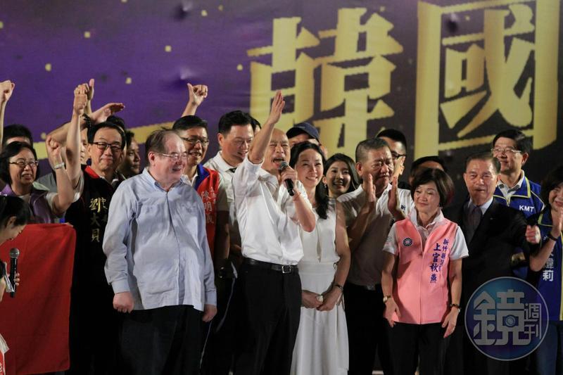 國民黨總統參選人韓國瑜昨(8日)晚在新北市舉辦大型造勢,致詞時發揮「韓式幽默」說出許多驚人之語。
